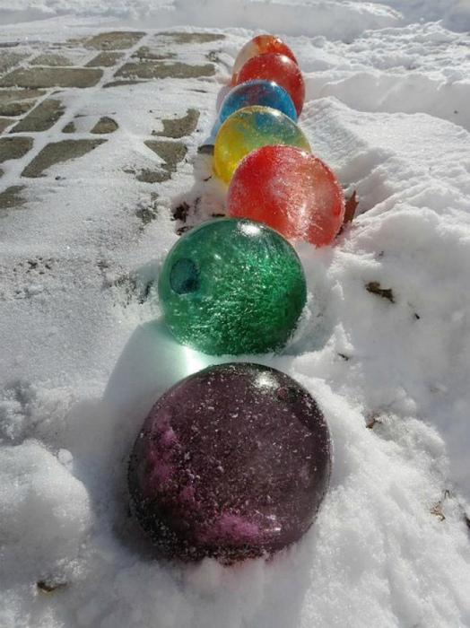 Цветные ледяные шарики для декора.