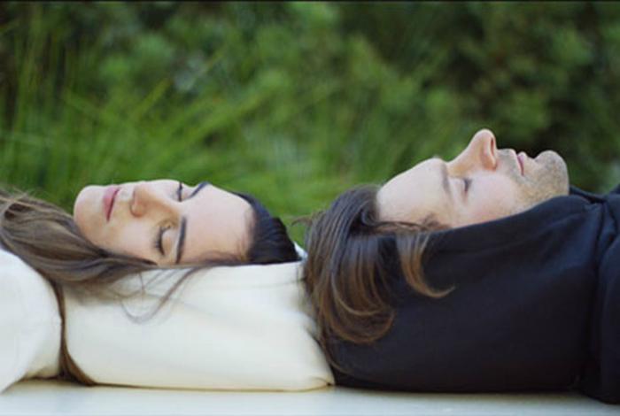 Толстовки с надувными капюшонами от компании Hypnos.