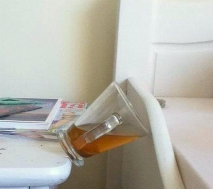 Ну не чудо ли остановило это чашку!? | Фото: Жизнь под Лампой!