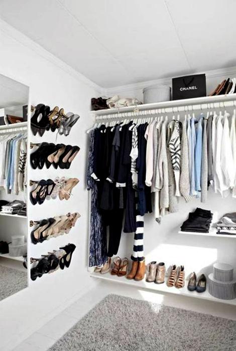 Функциональная открытая гардеробная.