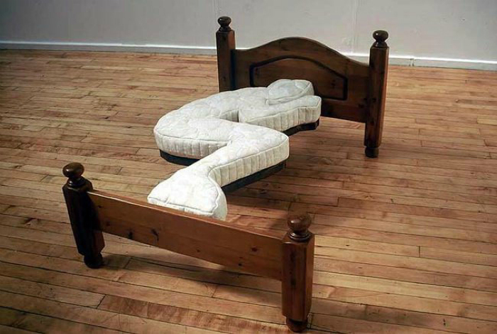 Кровать от Доминика Уилкокса.