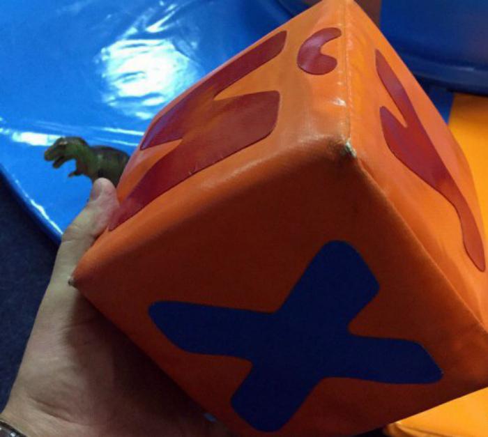 Детский кубик с буквами.