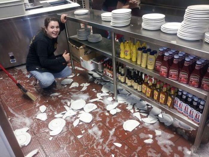 Бой посуды.