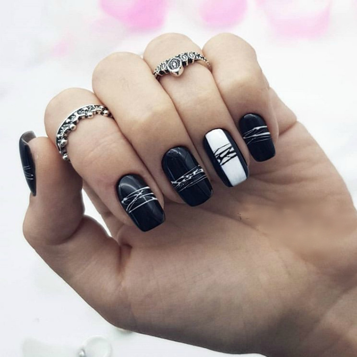 Черно-белые ногти, декорированные «паутинкой».