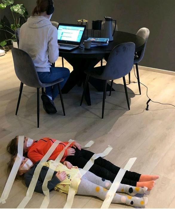 «Когда ты на онлайн совещании и нужно полчаса тишины!»   Фото: BG-Mamma.