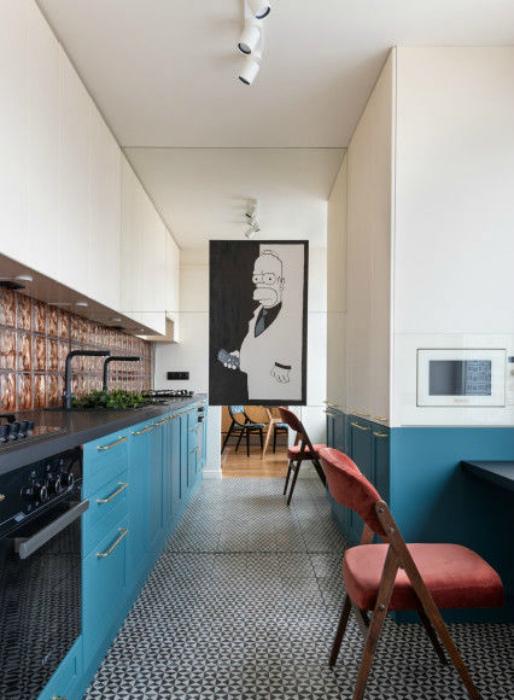 Кухня с зеркальной стеной. | Фото: Все о работе руками.