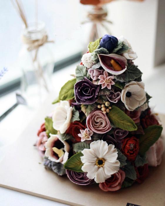 Тортик в виде цветочной горки.