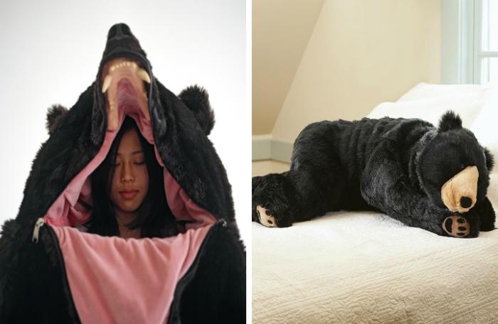 Потрясающий спальный мешок в виде реалистичного медведя.