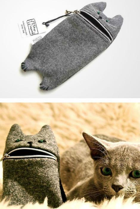 Стильный чехол для плеера или телефона в виде котика с открывающимся ртом-молнией.