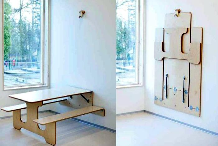 Откидной стол с двумя скамейками.