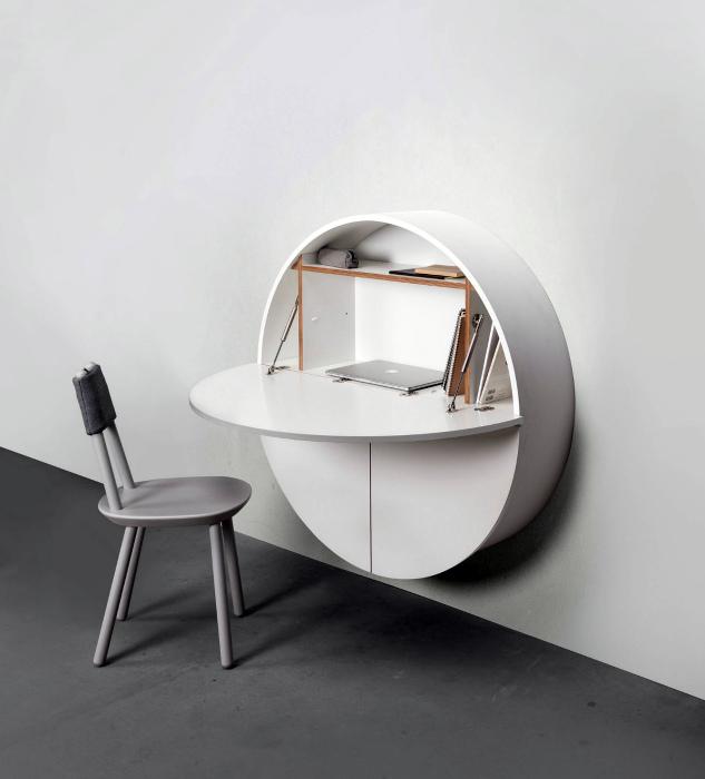 Круглый шкафчик с откидным столиком.