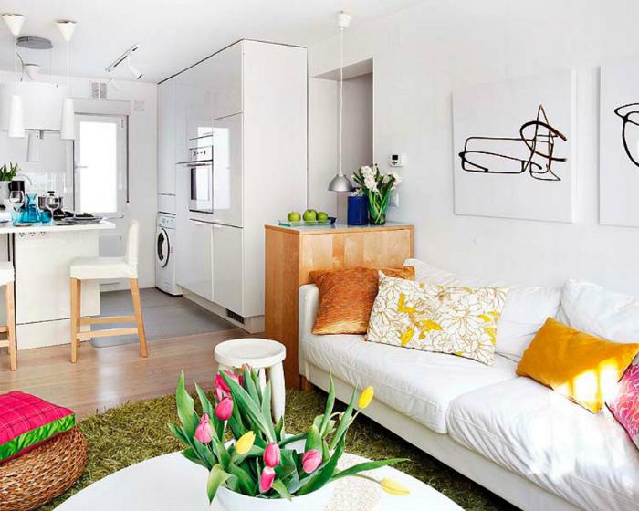 Однокомнатная квартира с белоснежными стенами.
