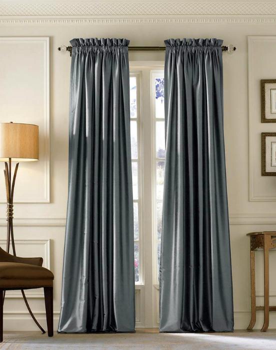 Роскошные длинные шторы.