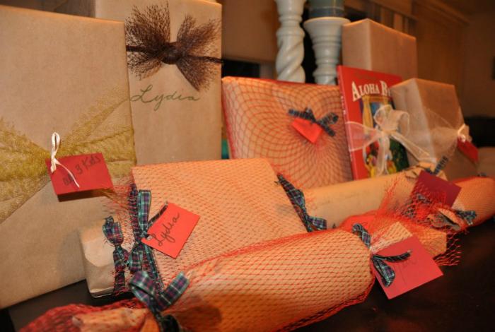 Их можно использовать в качестве подарочной упаковки, в качестве мешка для детских игрушек или самодельной бельевой корзины.