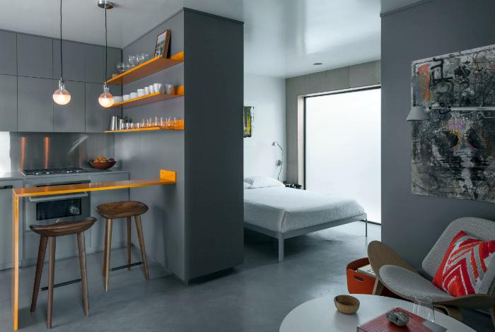 Спокойный интерьер квартиры-студии в серых тонах.