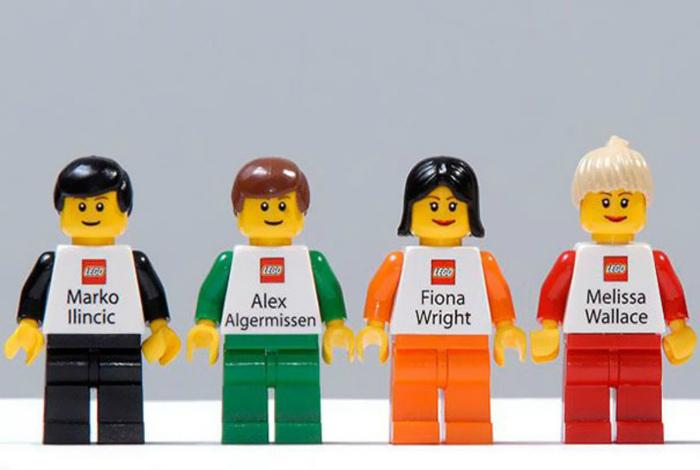 Визитки в виде фигурок Lego.