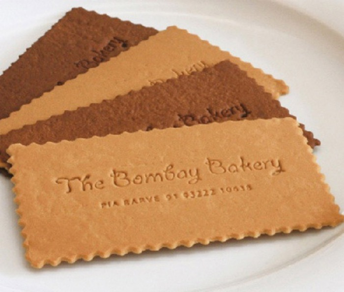 Аппетитная визитка в форме печенья - реклама пекарни.