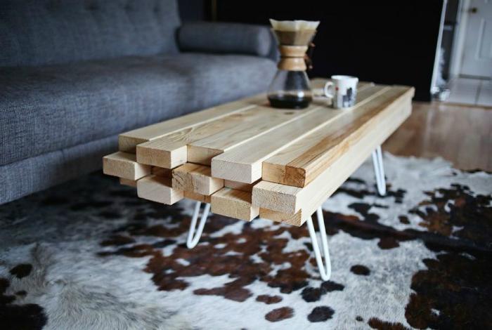 Кофейный столик из досок.