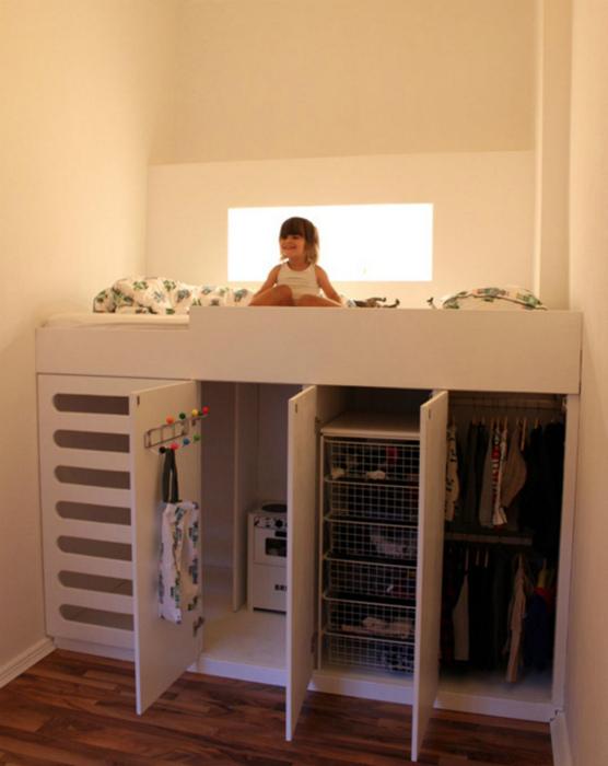 Кровать-чердак с гардеробом в нижней части. | Фото: Pinterest.