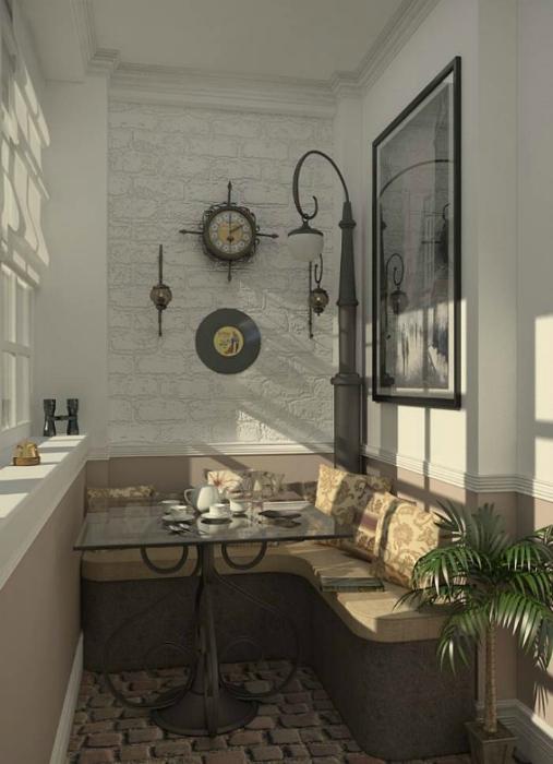 Светлые тона, угловой диванчик с кофейным столиком и простые декорации превратят балкон в уютную кофейню.