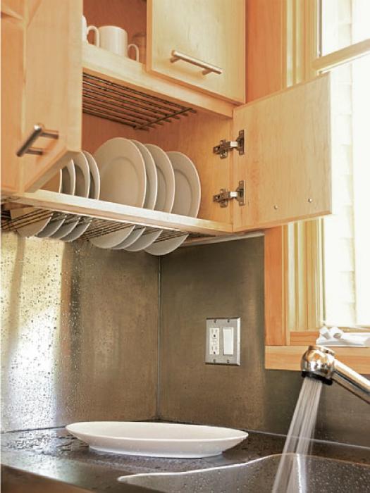 Кухонный шкафчик-сушилка.