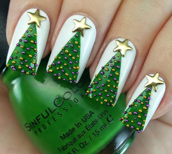 Изображения елок на ногтях.
