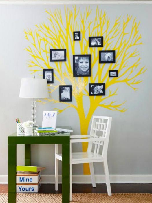 Яркая наклейка дерево, на которое можно развесить фотографии всех членов семьи.
