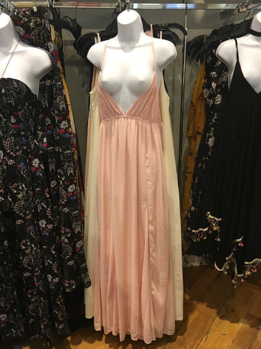 Эротика в магазине одежды.