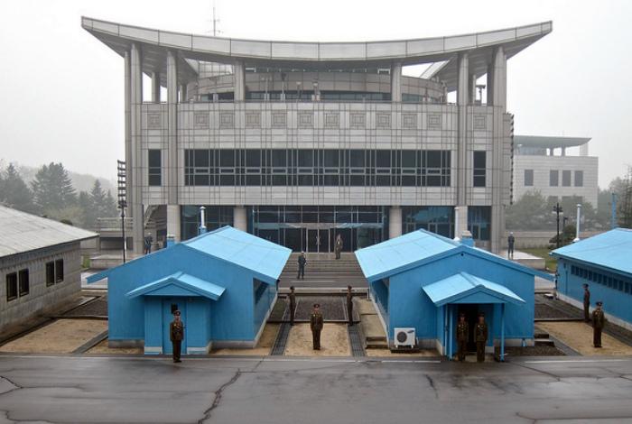 Буферная зона между Северной и Южной Кореей.