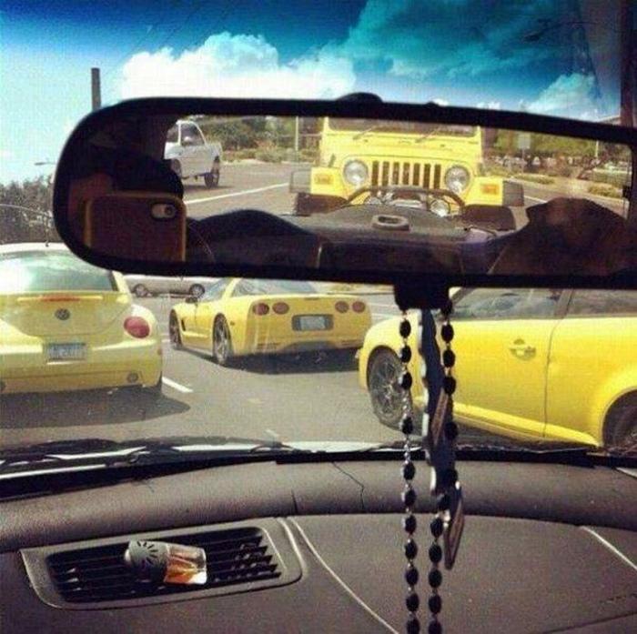 Четыре желтые машины - не много ли... | Фото: Telegraf.