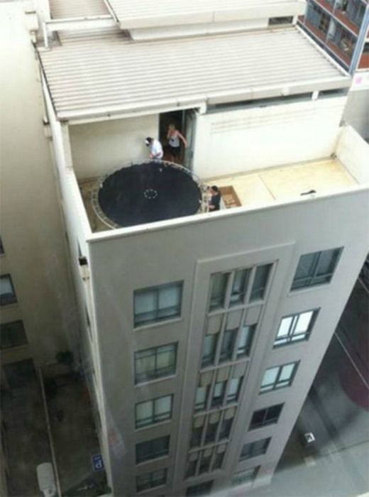 Батут на крыше.
