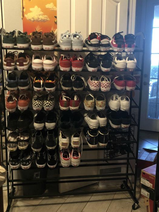 Большой стеллаж для обуви. | Фото: Reddit.