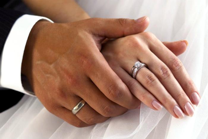 Правый безымянный палец связан с сердцем. | Фото:krasotka.guru.