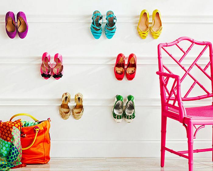 Обувь на карнизах. | Фото: Giornalettismo.