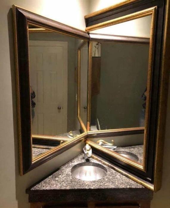 По информации Novate.ru, зеркала увеличивают пространство, а не мебель... | Фото: Телеграф.