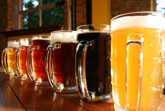 Дешевое пиво в бутылках и кегах.
