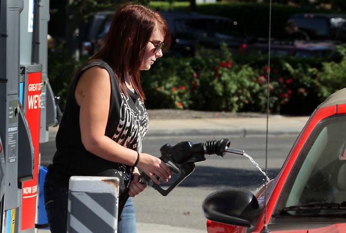 «Машинка, почему ты не впитываешь бензин?»
