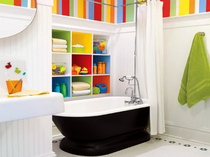 Яркий дизайн ванной комнаты.