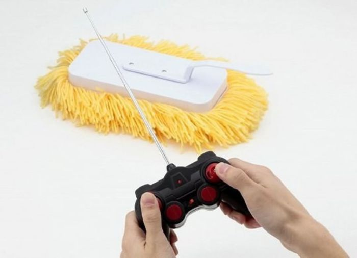 Больше не нужно ползать по полу с грязной тряпкой, швабра на радиоуправлении вымоет пол в самых труднодоступных местах.