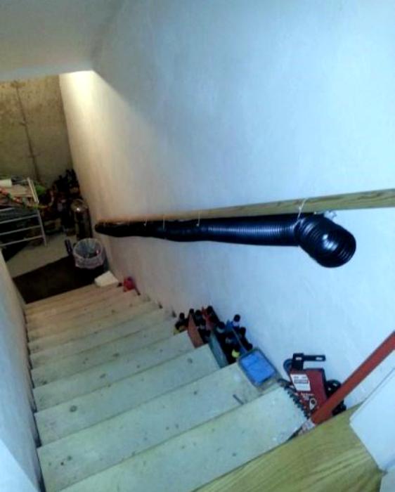 Мусоропровод со второго этажа.