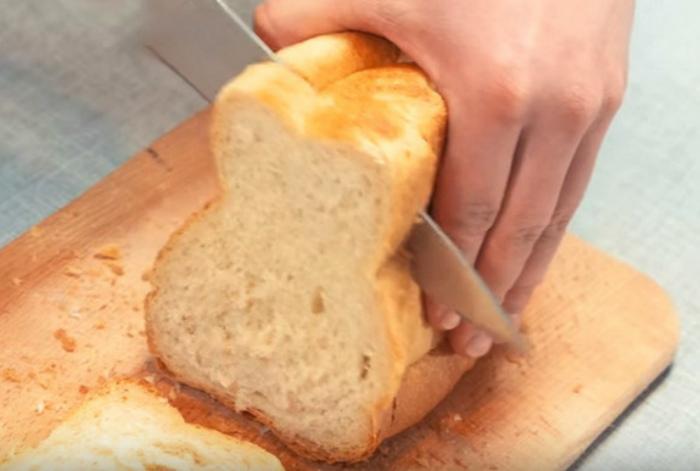 Как порезать свежий хлеб.