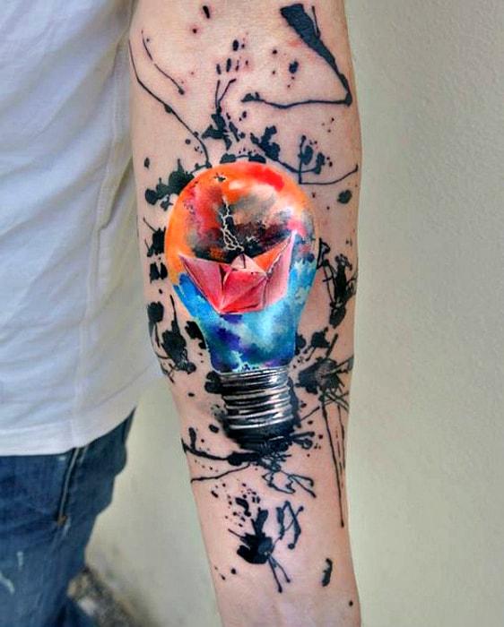 Изображение лампочки в стиле акварель.