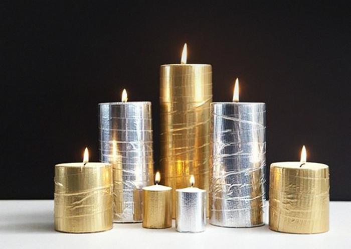 Обыкновенные свечи можно украсить, обклеив их скотчем цвета металлик.