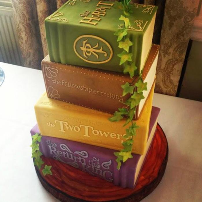 4 книги серии «Властелин колец» в одном необыкновенно красивом торте.