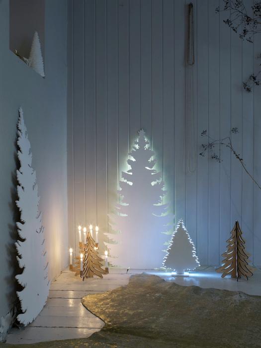 Фигурки в виде елок с подсветкой.