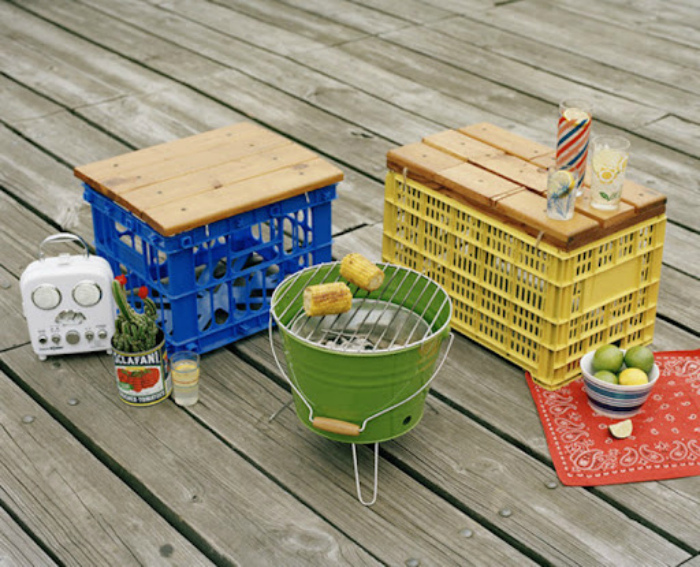 Самодельные мини-столики и табуреты. | Фото: Earth Porm.