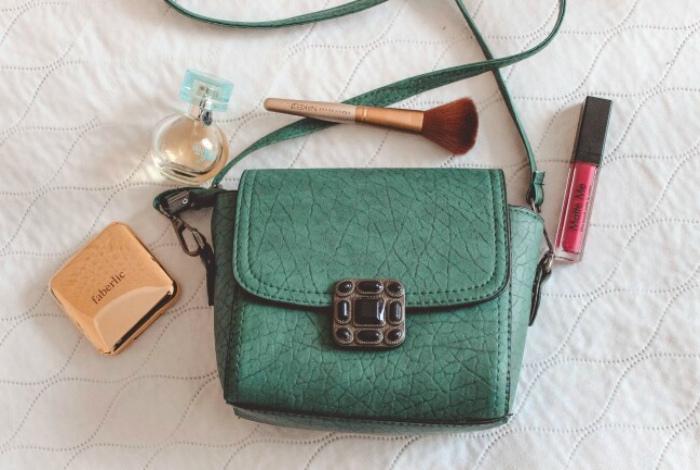 Маленькая женская сумочка.