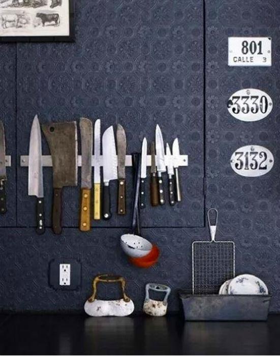 Ножи на магнитной ленте.
