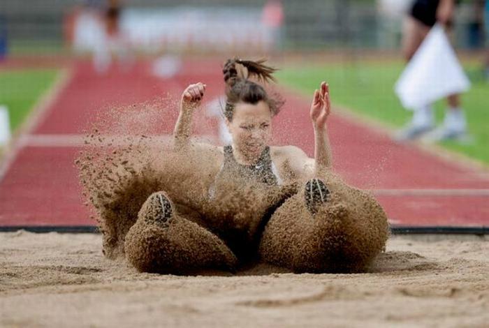 Плавное скольжение по песку.