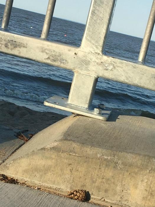 Как бы забор не унесло в море!